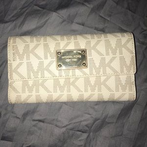 Great used condition Michael kors wallet